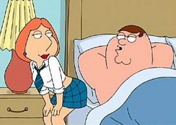 Lois Griffin de colegiala despierta a Peter con una profunda mamada
