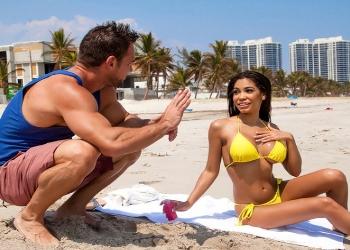 Shay Evans tiene sexo con un chico que conoció en la playa