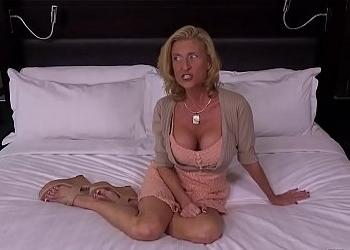 Madre necesitada recuerda lo que era un orgasmo en un casting