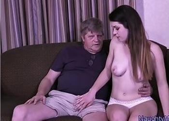 Mi abuelo me ofreció dinero a cambio de tener sexo con él