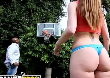 Se le da mucho mejor follar que jugar al baloncesto