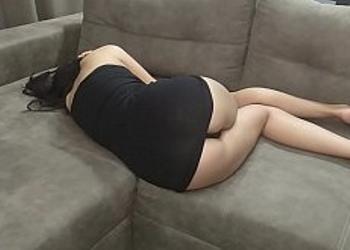 Penetra a su hermanastra aprovechando que llegó muy borracha
