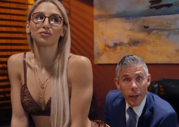 Le zorrea y se deja follar el culo para conseguir el trabajo de secretaria