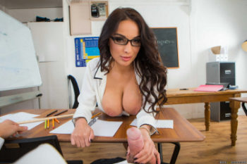 Profesora cabalga con la polla de su alumno dentro de su culo