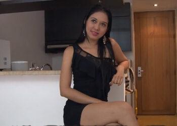 Colombiana muestra sus curvas y folla ante las cámara