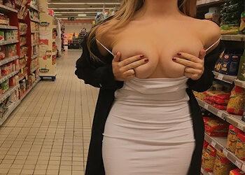 Pareja exhibicionista se lo monta en medio de un supermercado