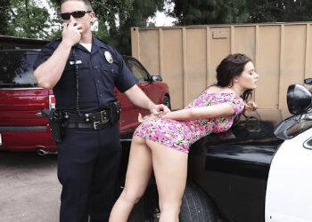 Lana Rhoades se libra de recibir una buena multa
