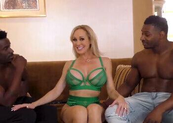 Brandi Love sometida sexualmente por dos negros en un trío